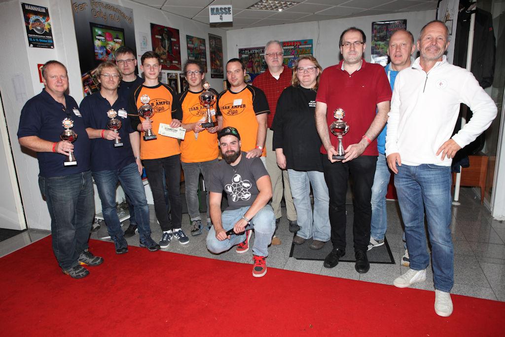 Bild: Gruppenfoto aller Ligafinal-Tagessieger und einigen Hauptverantwortlichen für die Turnierleitung